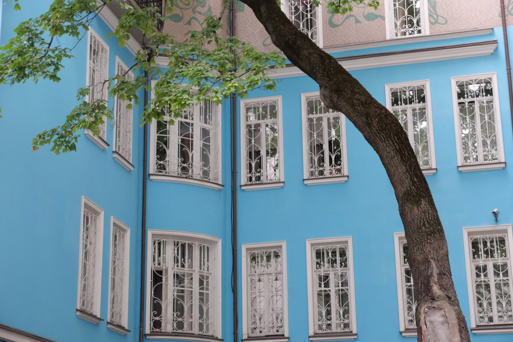Backyards of Arbat neighbourhood - loving the shade of blue