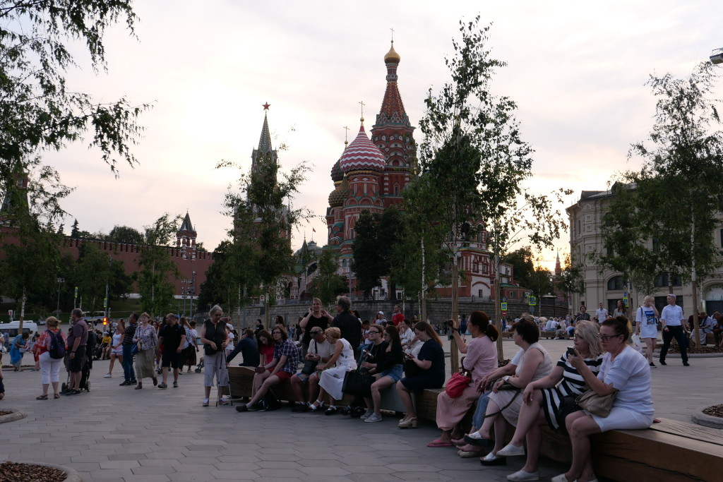 Relaxing in the evening breeze while listening to a beautiful street concert